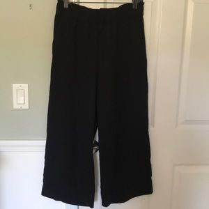 NWOT Cropped black wide leg pants, size S